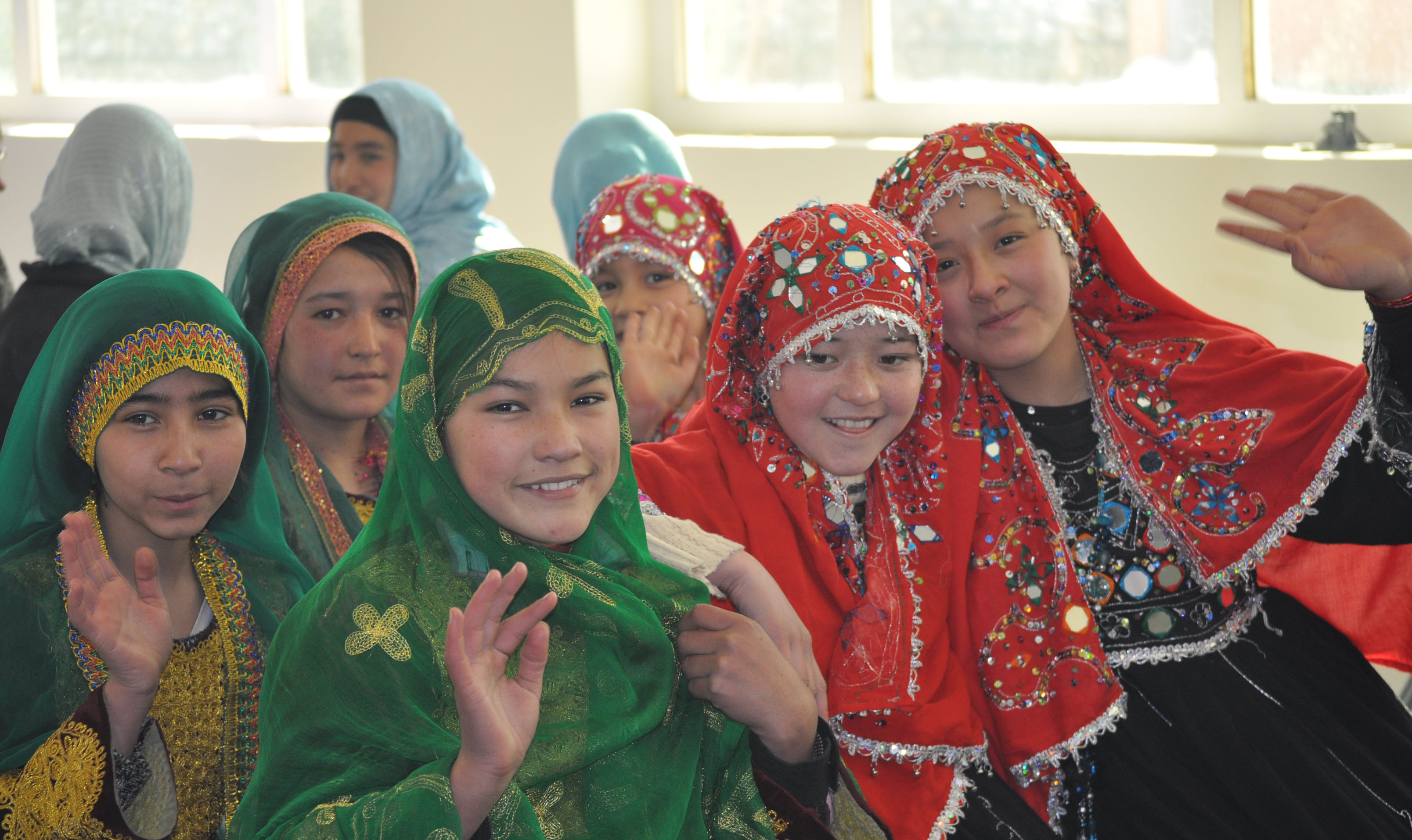 hazara afghanistan pakistan ghazni hazaras community mongols wikipedia culture pashtun international tajik young minority wiki reaching traditional wearing face celebrating